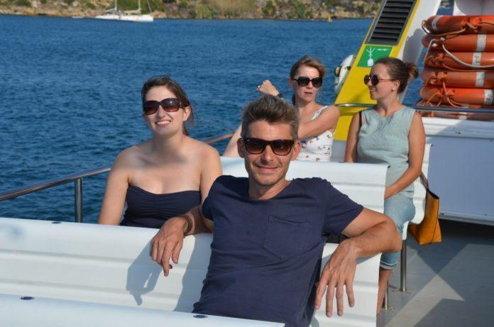 Eine Hafenrundfahrt in Mahon lädt zum Entspannen ein