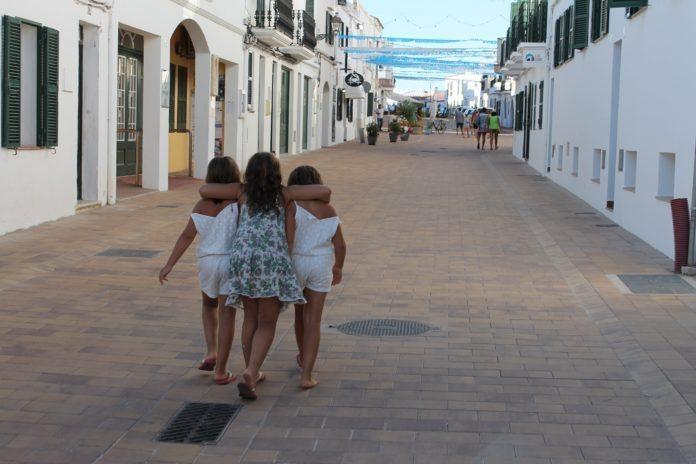 Kinder auf Menorca
