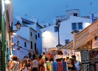 Schöne Souvenirs aus Menorca findet man beim Bummeln durch die Gassen der Altstadt auf Mahon und Ciutadella.