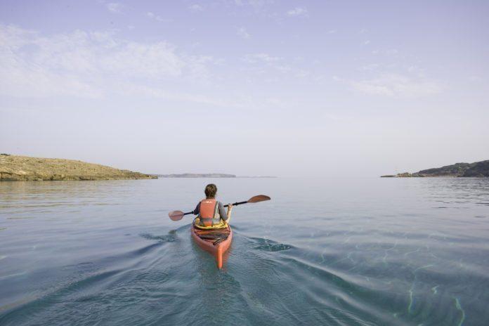 Kajakfahren auf dem Meer, Menorca