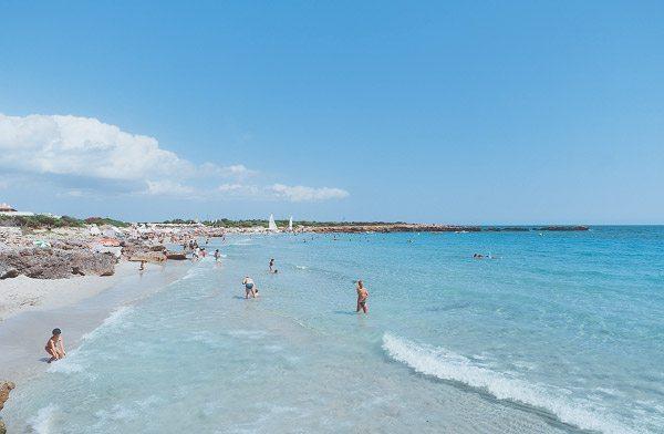 Schwimmen am Strand von Son Xoriguer, Menorca