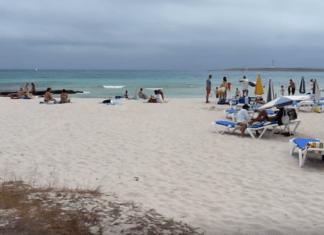 Playa de Punta Prima auf Menorca (Bild: Youtube)