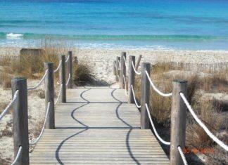 Steg zum Strand Playa de Son Bou, Menorca.jpg